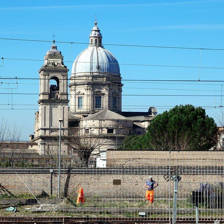 Man at work.💪 SantaMariadegliAngeli Assisi Samsungnx1 NX1 samsungsmartcamera imagelogger fotosociality @samsungcamera