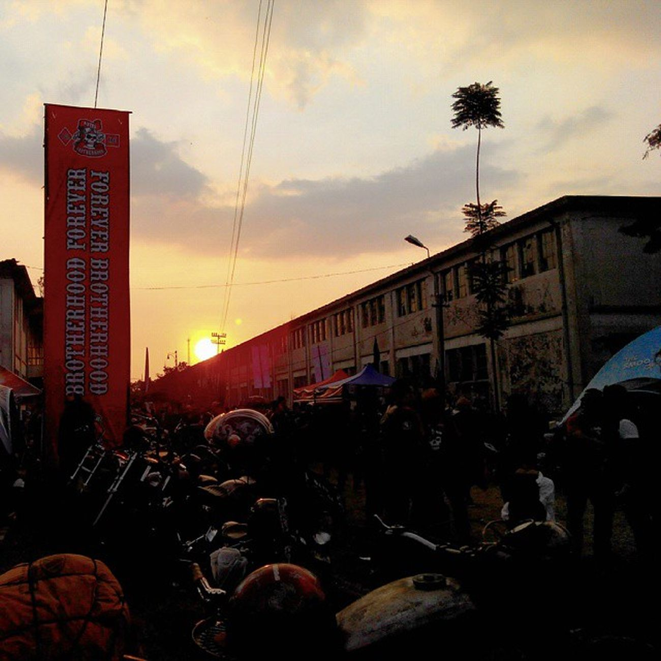 Sunset Sunrise_and_sunsets at LongLive Bbmc 2662 Brotherhood 27thbirthday 27thAnniversary 27thbbmc Pridetoridetheheritages Classic is still the winner ! Classicbike Custombike INDONESIA Bandung Lzybstrd Lenovotography Photophone  Photooftheday Bike Oldbike Costumbike Streetlife Streetbike Besitua motorkustom ride ridepride respect proudandrespect
