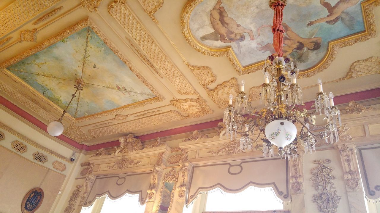 Indoors  Fresco Ceiling Ornate Architecture Pattern History Antique No People Backgrounds Day Close-up