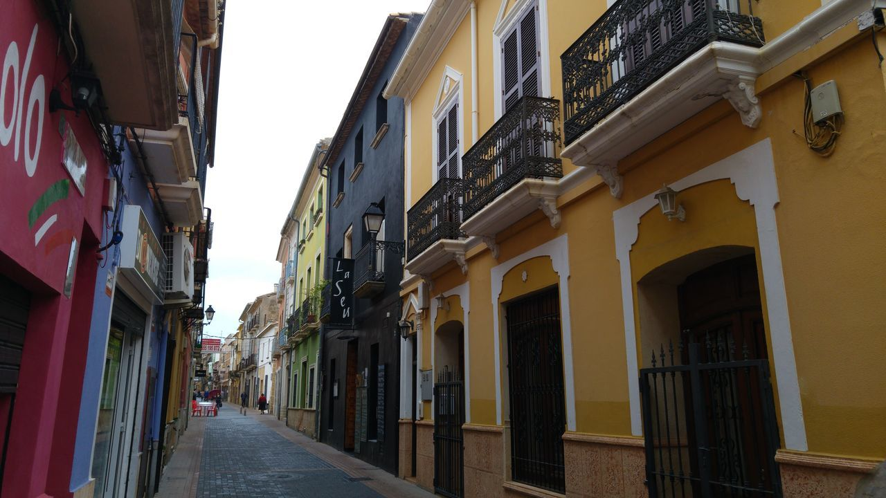 Arch Architecture Battle Of The Cities Building Exterior Built Structure City City Life Day Denia Diminishing Perspective Long Narrow Residential Building Residential District Residential Structure Sky Street Photography The Way Forward