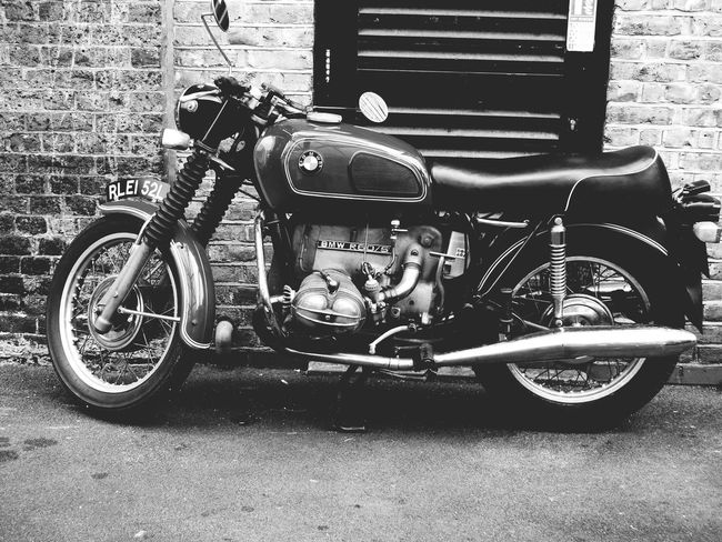 Vroom vroom Stationary Mode Of Transport Building Exterior Rustlord_street Brickwork  London_only Motorcycle BMW R60/5 Bmw Motorcycle Borough Market Black And White Bnw_collection Rustlord_bnw Bnw_captures Bnw_society Bnwphotography