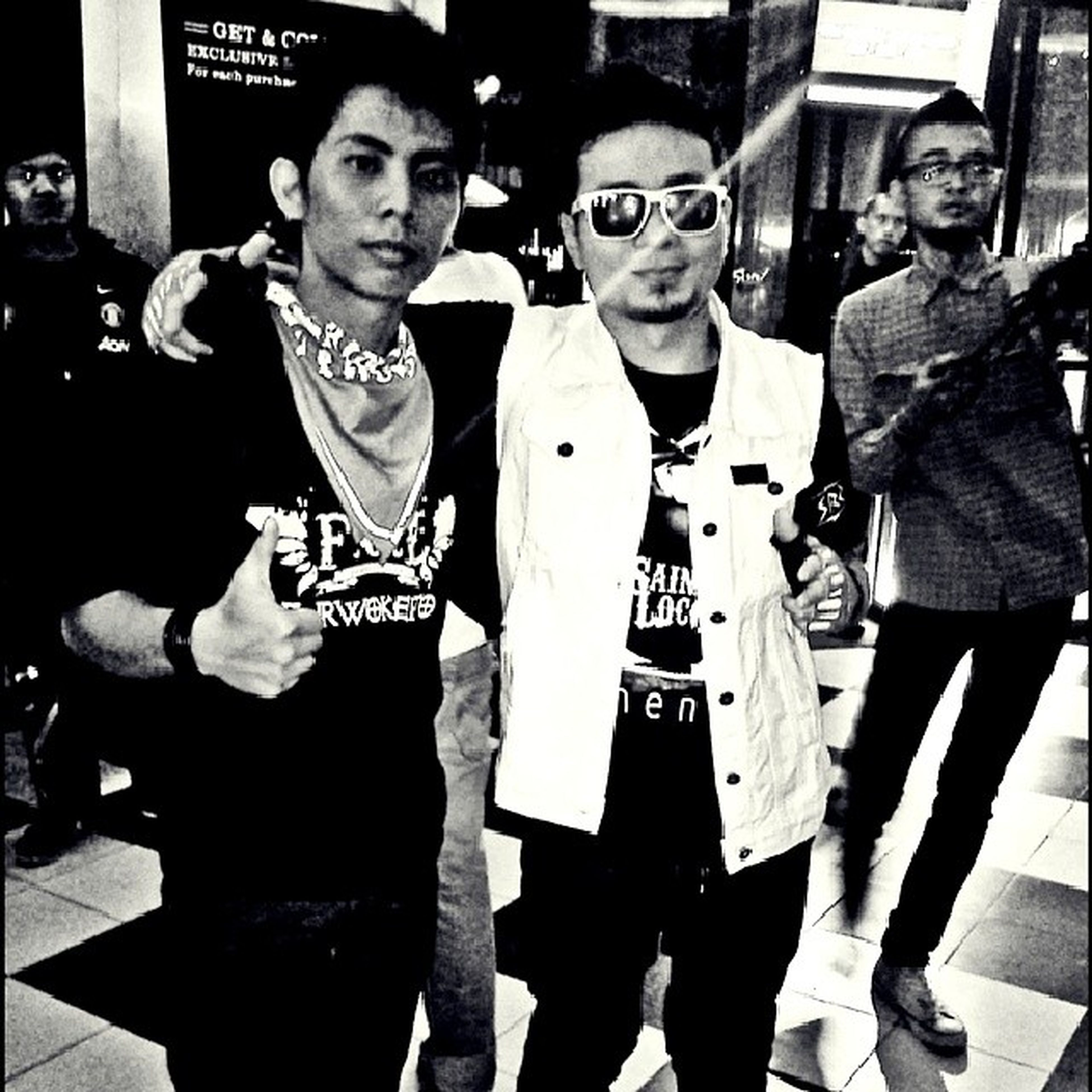 Gantengan siapa? :-D Superlatepost Me Saintjoe Momentconcert 3album music fol purwokerto. indonesia