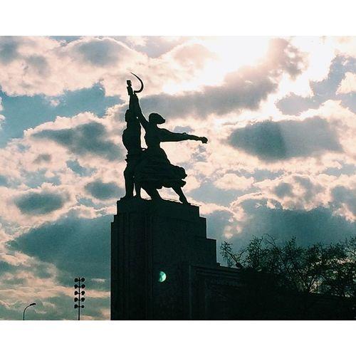 Vvc Worker Sky Clouds Monument Kolkhoznitsa Moscow Moscow City Morning Sky And Clouds Sky And City Monuments
