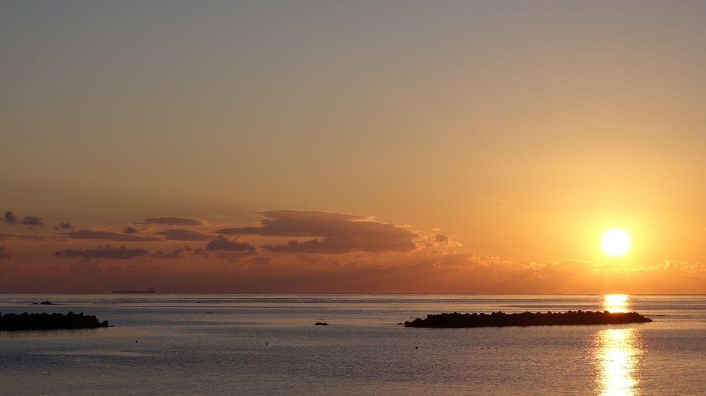 日の出 Sunset Sea Scenics Water Beauty In Nature Sun Nature Tranquil Scene Tranquility Silhouette Beach Horizon Over Water No People Sky Reflection Sunlight Outdoors Day