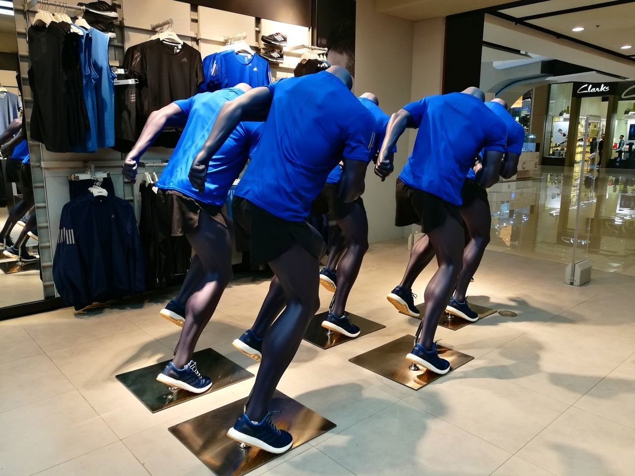 Headless army Headless Army Active Lifestyle  Activewear Athlete Fit Running Run Mannequin Decoration Retail  Retail Display Retail Store Mall EyeEmNewHere