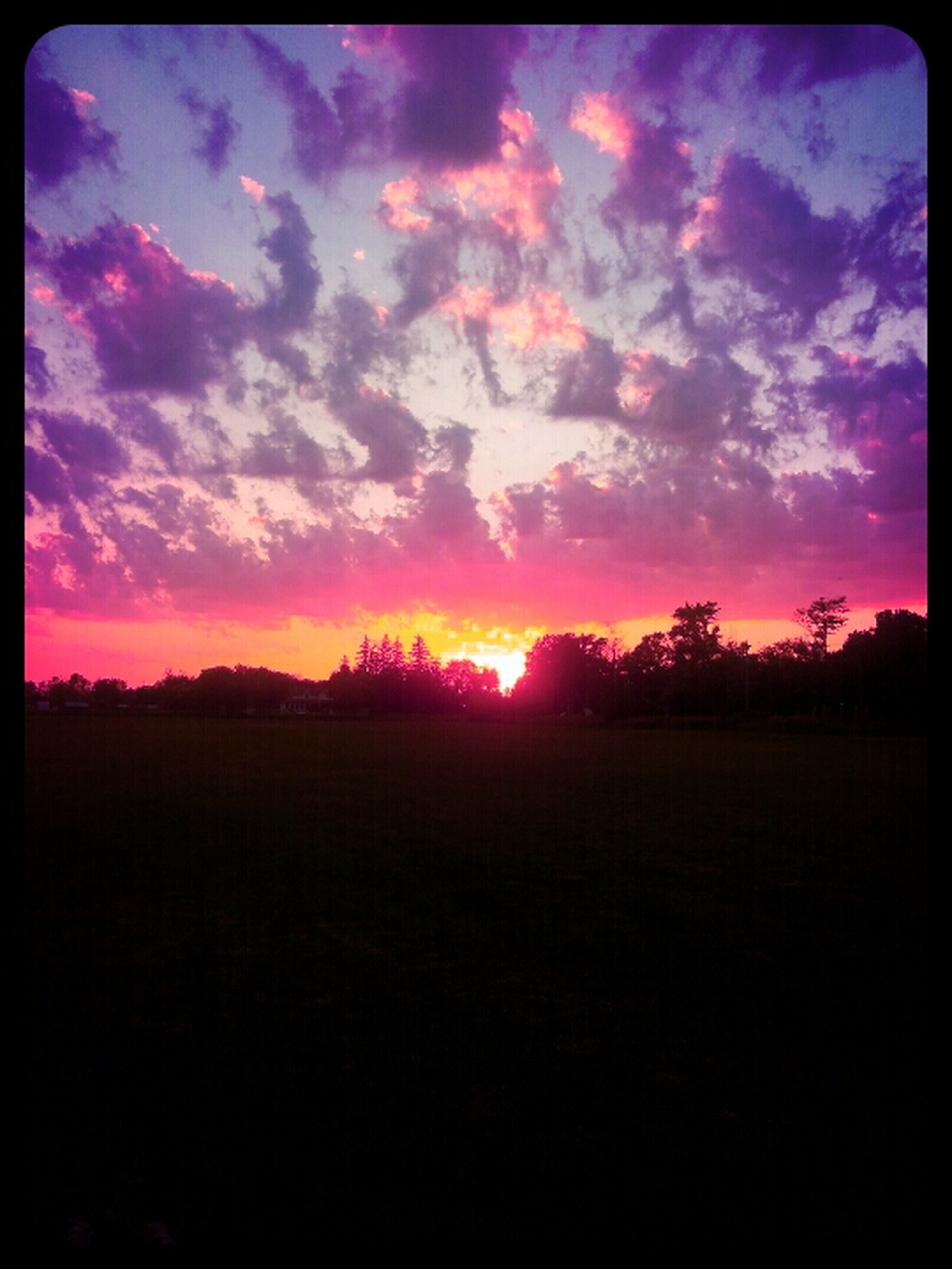 sunset, tranquil scene, scenics, tranquility, silhouette, sky, beauty in nature, landscape, sun, orange color, transfer print, nature, cloud - sky, idyllic, field, cloud, sunlight, auto post production filter, dramatic sky, horizon over land