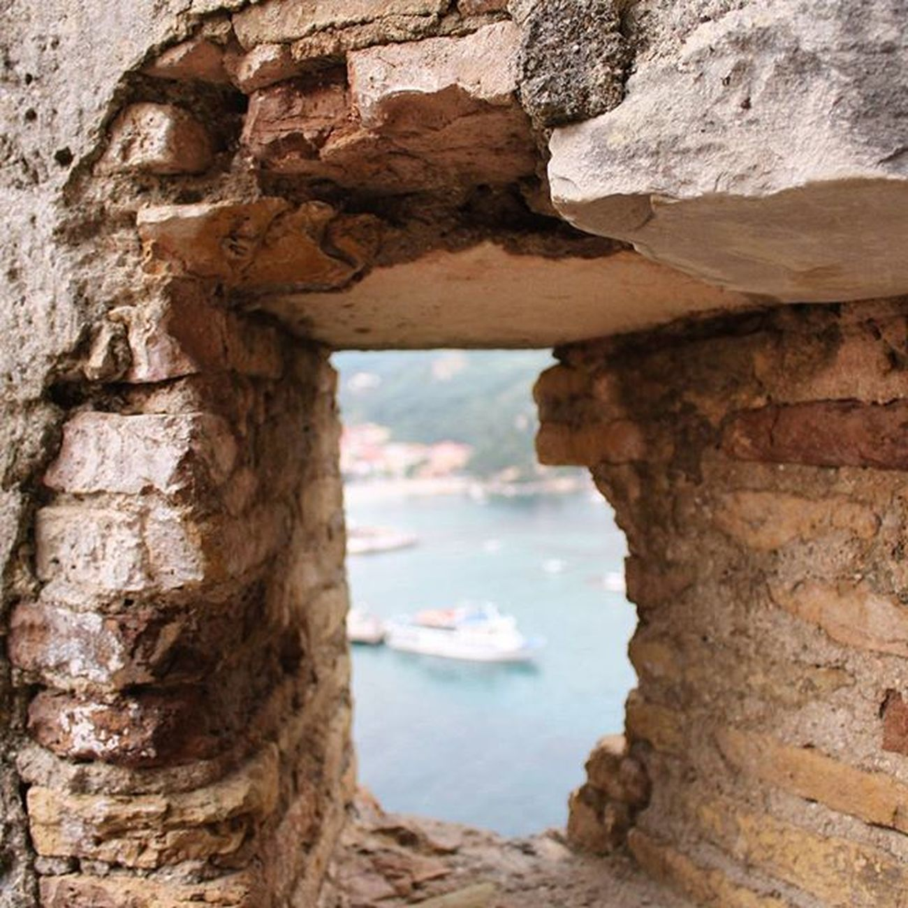 Α window to the sea ⛵🌊🌅 Catherine_d_milosevich_photography Seaview Windowtolife Parga Gr