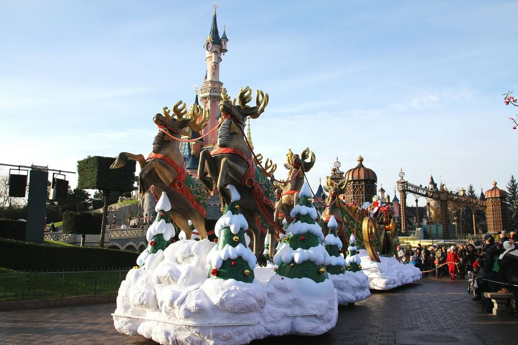 Disneyland Paris Disney Parade Parade Time Disneyland Disney Parade Disneylandparis At The Parade Disney Castle Disneyparis