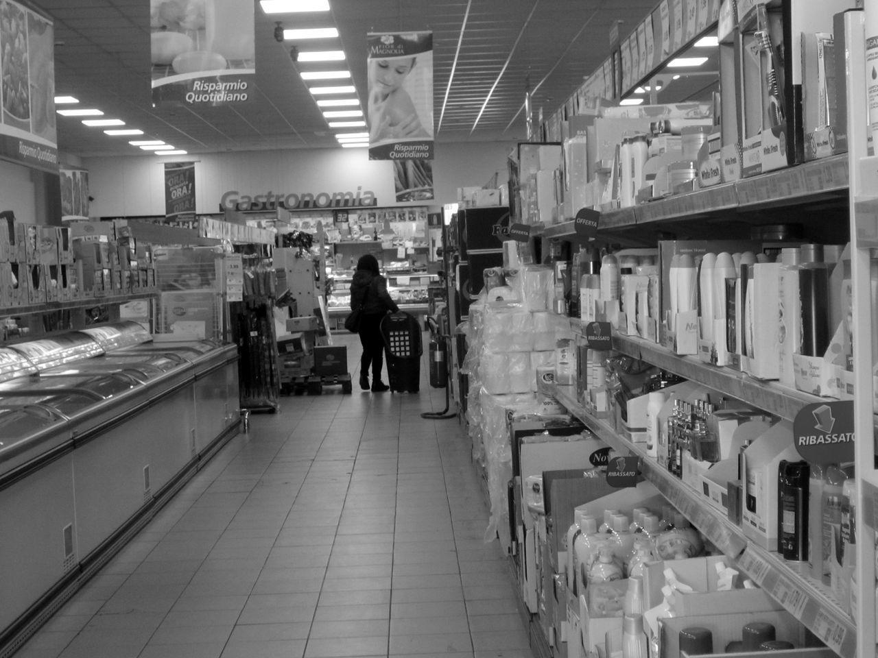 #basilicata #Black&White #blackandwhite #fotobiancoenero #fotobianconero #gallitello #Italia #italy #lucania #OldPicture #potenza #potenzainferiore #realtàquotidiana #supermarket#food#shopping #supermercato #urbanphotography