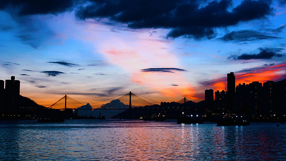 Twilight When It Gets Dark And Dusk In The City Waterfront Horizon Over Water Silhouette Sunset The Beauty Of Nature EyeEm Best Shots - Landscape Lanscapes Cityscapes At Night Dramatic Sky