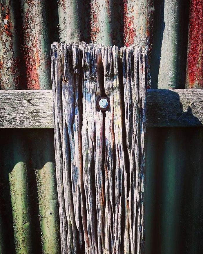 Wooden_hue Woodenpost Fence Corrugatediron Rustic Pocket_farms Top10minimal Minimal_mood Minimal_hub Paradiseofminimal 9Minimal7 Mnm_gram Pocket_minimal Ptk_minimal Tv_simplicity Minimalexperience Soulminimalist Minimalint