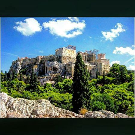 Greece Ελλάδα Athens Αθηνα Whitecity Atina VisitGreece Instagreece Instaathens Amazing City Streetsofathens Greekarchitecture Architecture Beautiful Viewoftheacropolis View of the Acropolis