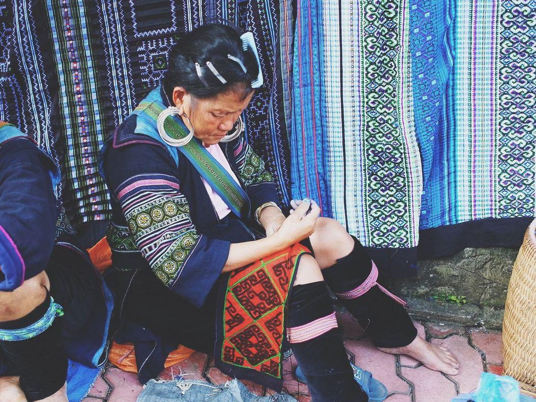 Sitting Day Traditional Traditional Culture Tr Aditional Indigo Broderie Sapa, Vietnam Sapa Ethnic Ethnicwear Ethnic Costume Ethnic Fashion Ethnic Craft Motifs Geometric Pattern Handcraft