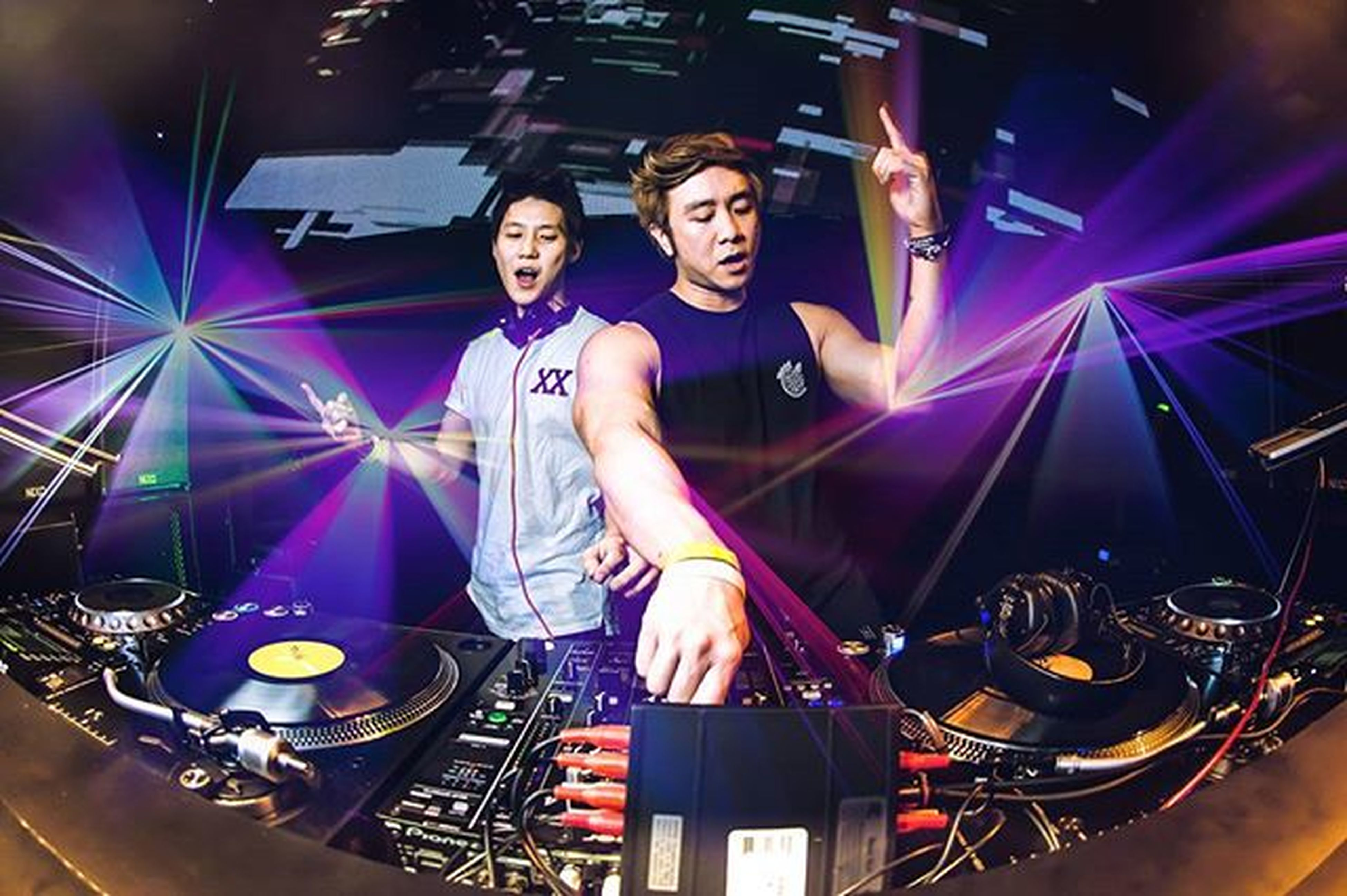 Our local Hotties doing us proud. @lincbyeo @inquisitive why you so handsome one. @bouncesquadmusic @thebighousesg Singapore Trap Edm Myheartwillgoon Trollsquad Nightlife
