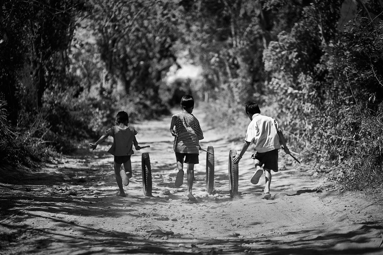 real people, rear view, childhood, boys, men, nature, togetherness, full length, outdoors, day, tree, lifestyles, water, adult, people