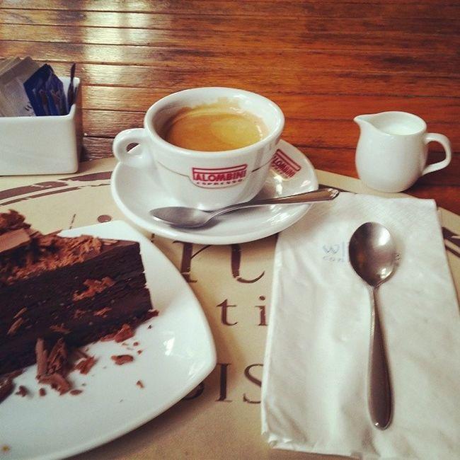 Утренний кофе в любимом ресторане. Kofe Cofe Love Me Americano Tasty Cake Chocolate Milk Relax Wineconnection Wineconnection Connection Cofe ресторан  ресторан  пирожное американо шоколад молоко Follow