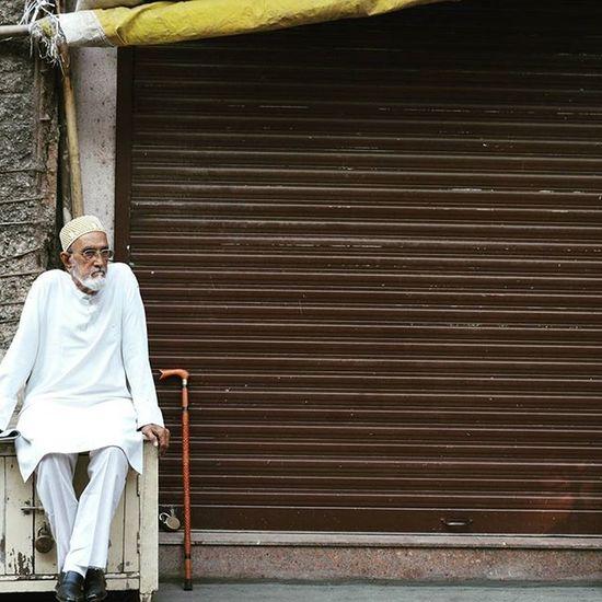• M Y S P O T • . . Closed shop in front of Yazdani Bakery & Restaurant. 😁 . . Mumbai_uncensored Jj_portraits Somumbai Trelltalemumbai Oyemyclick Igramming_india Ig_india Desi_diaries Explorexstreets Simplicityeverywhere Storiesofindia WHPexpressions Jj_forum_1532 People And Places