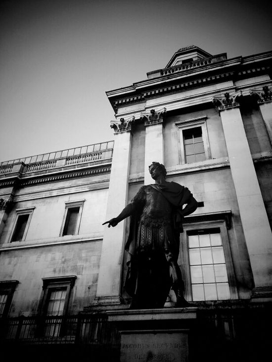 Dei Gratia Statue London Andrographer Blackandwhite
