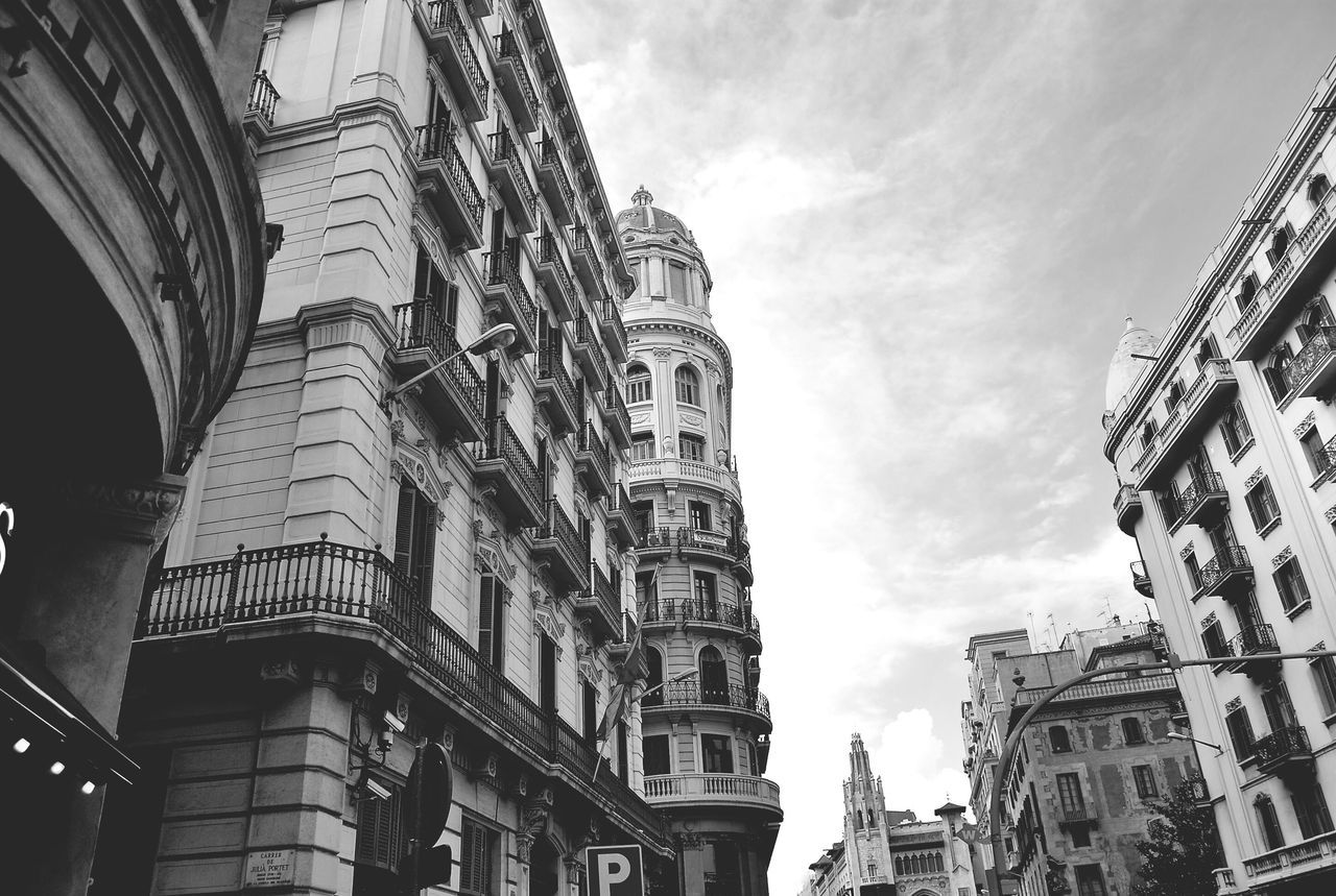 Building Exterior Architecture Built Structure Low Angle View Sky Outdoors Day No People City Cloud - Sky Old Buildings Cityscapes Barcelona Perspective From My Point Of View Low Angle View Architecture EyeEm Gallery