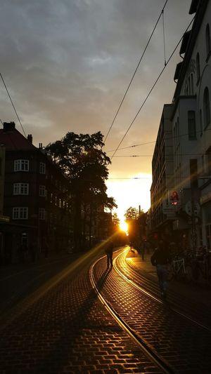 Limmer flimmer. Limmerstraße Sundown Hannover Citylights Gegenlicht