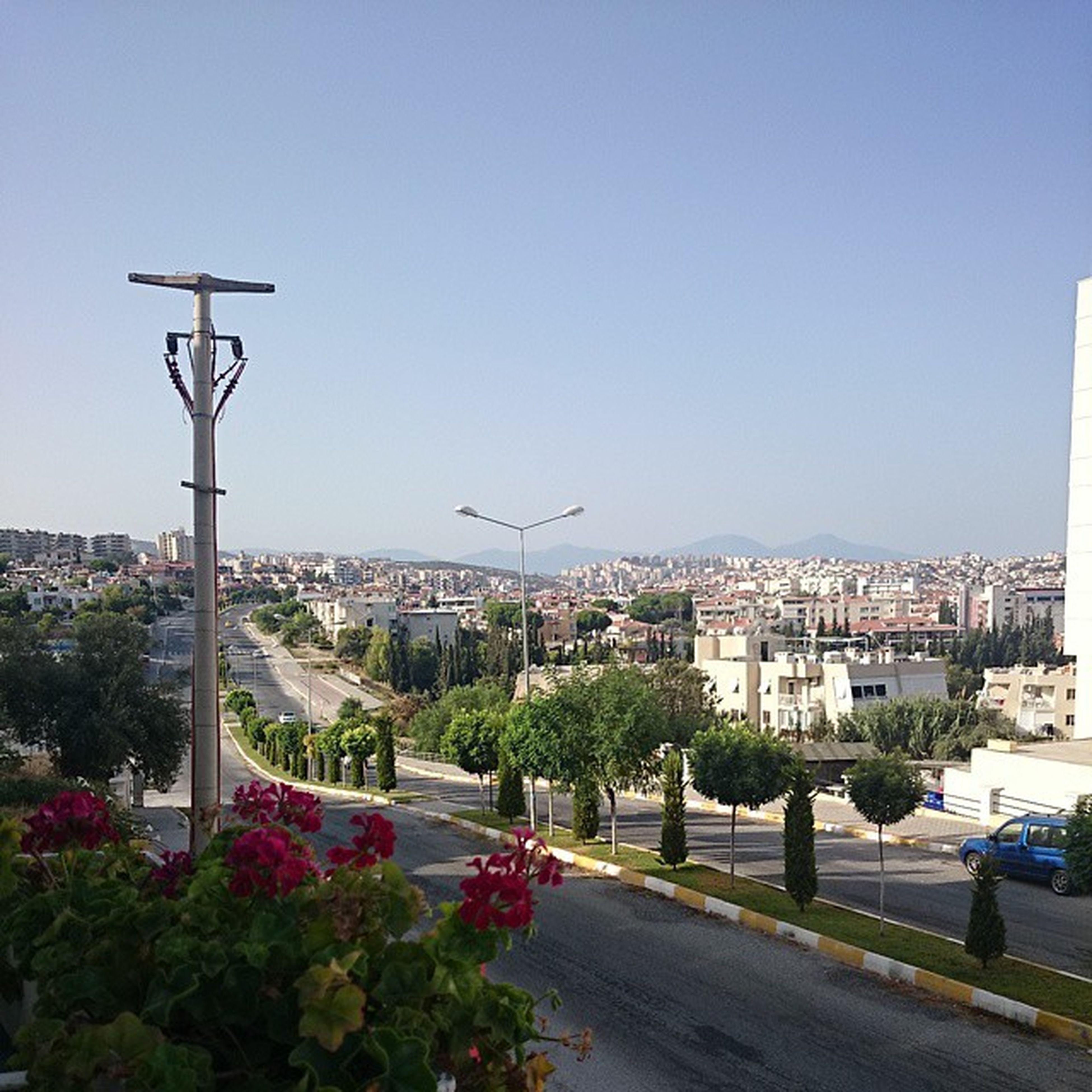 Виды на Кушадасы с балкона, где мы завтракаем.