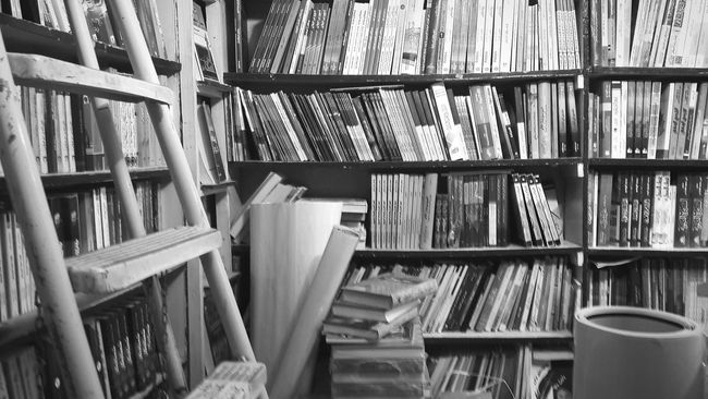 Black And White Abandoned Places Books Paper View Paper Bookstore Everything In Its Place Arrangement Stairs Live To Learn Education Black & White Book Store Library Book Shelves Abandoned Old Books Reading Live Love Shop The Shop Around The Corner Still Life Simplicity Organized Lines Eye4photography