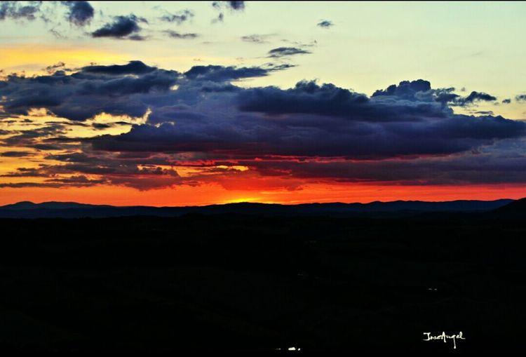 Atardecer Sol Sky Sunset #sun #clouds #skylovers #sky #nature Beautifulinnature Naturalbeauty Photography Landscape [a: Toscana Italia NikonD3100 Nikonphotography Nikon First Eyeem Photo Igersitaly Igersitalia