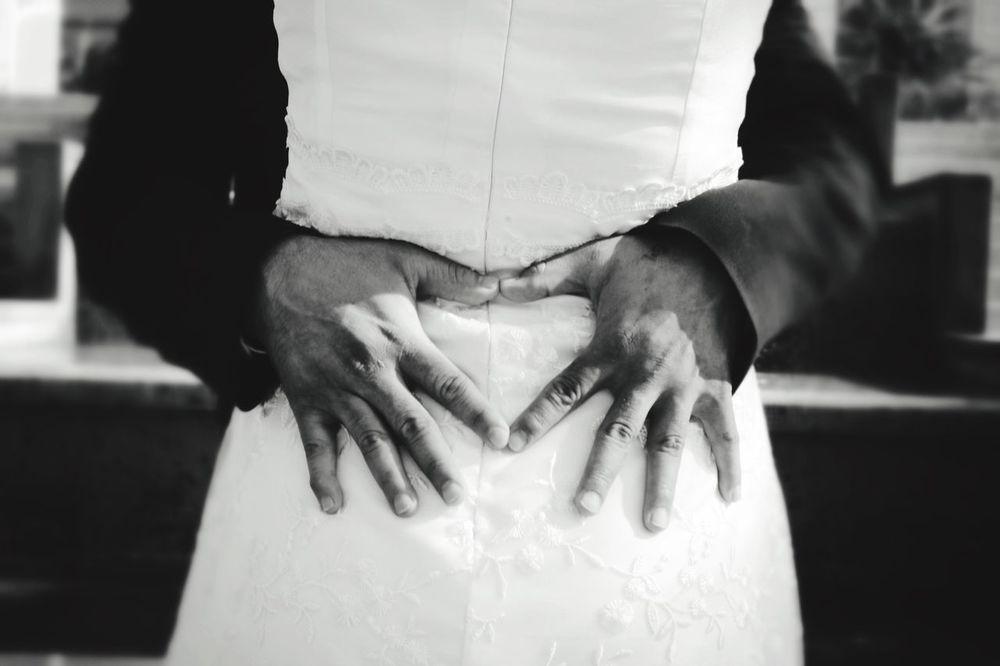Boda... Wedding Photography Heart Shape Wedding Hug Hold On Tight B&W Portrait B&w Black & White