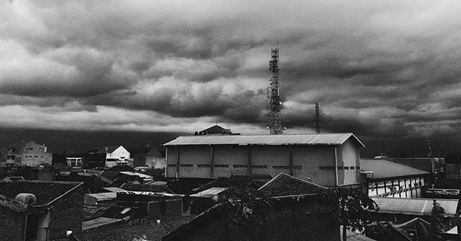 Dark cloud Brito Timorense Cloud Black Shade Anakrantau Bandungexplore Rooftop Cloudy Darkclouds CloudPhotography Nature Photography Naturelovers Bandungcity Bandungcloud Cloudporn Thegreatoutdoorswithadobe