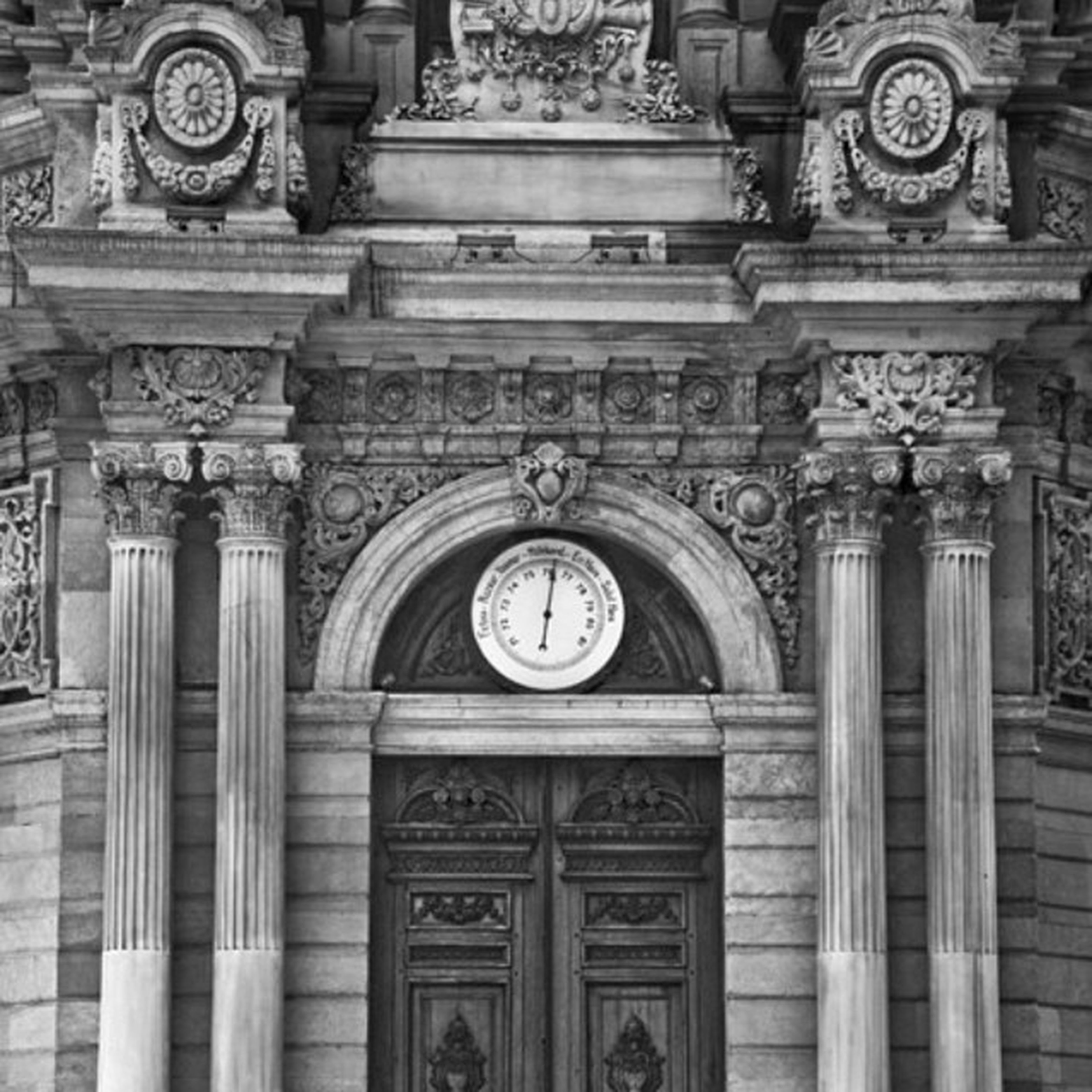 architecture, built structure, ornate, carving - craft product, art and craft, building exterior, low angle view, history, religion, art, human representation, creativity, place of worship, church, arch, clock, design, carving, old
