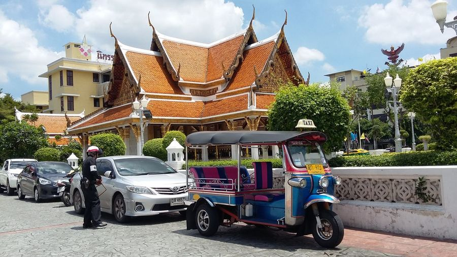 วัดราชนัดดาโลหะปราสาททอง tuk-tuk on ly in Thailand Chnks_ Chnk2016 Chnktraveller 17.07.2559