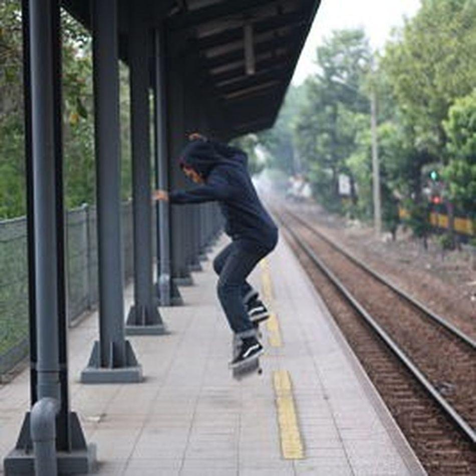 capture a stranger! Photography Pictoftheday Photo Lifestyle Skateboarding Skateboard FORLIFE Skatelife Skateboarding Is Not A Crime SkateboardLifeStyle Skateeverydamnday Skateboardforlife
