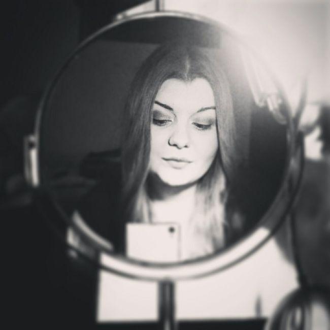 Mirror Mirrorselfie Black & White