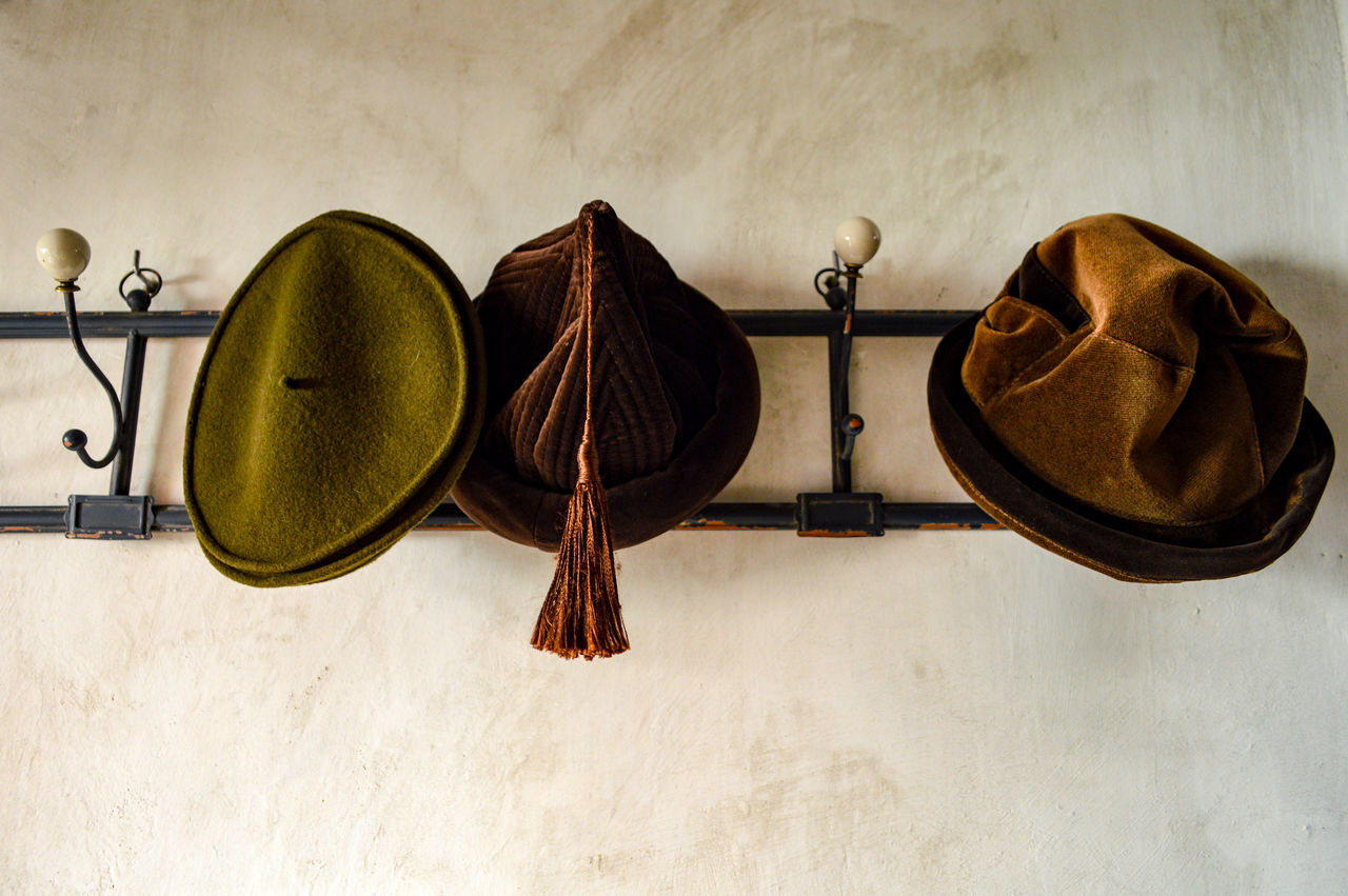 3 hats Close-up Brown Hats Accesories Detail Lieblingsteil Old-fashioned Fashion Vintage Vintage Style Vintage Fashion Lifestyles Indoors  Hanging Fashion&love&beauty Still Life Wear Old Style Old Times
