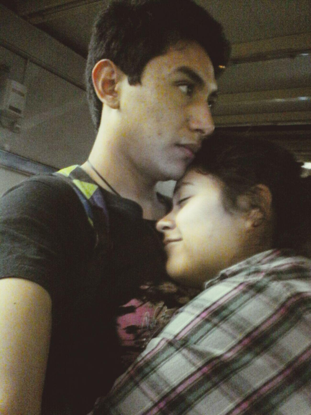 Amor es, estar todos fachosos y aun así tomarsw fotos para recordar como soliamos ser en un par de años. ❤