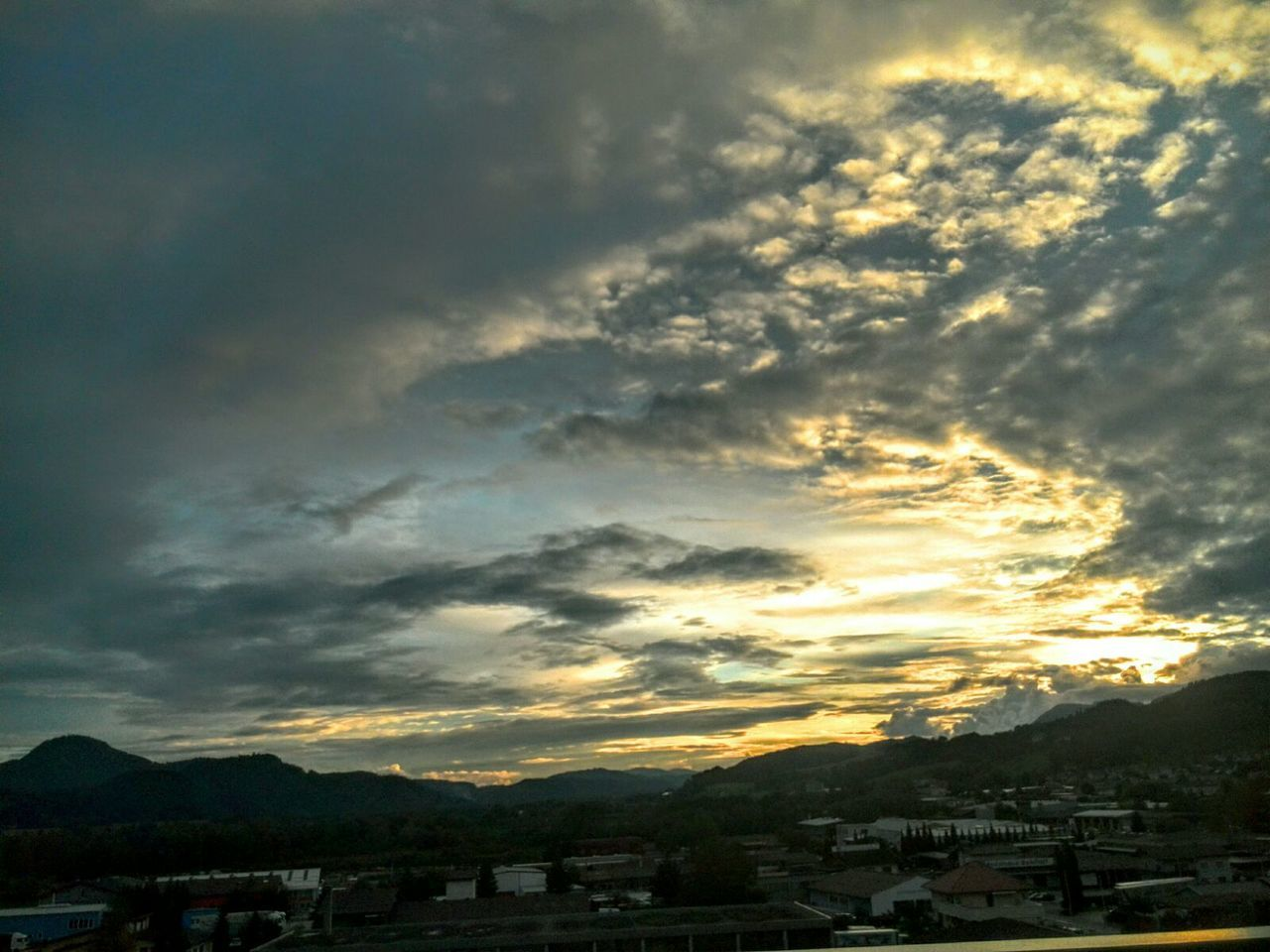 sky, cloud - sky, built structure, building exterior, mountain, architecture, sunset, beauty in nature, nature, house, outdoors, no people, scenics, tranquility, city, day