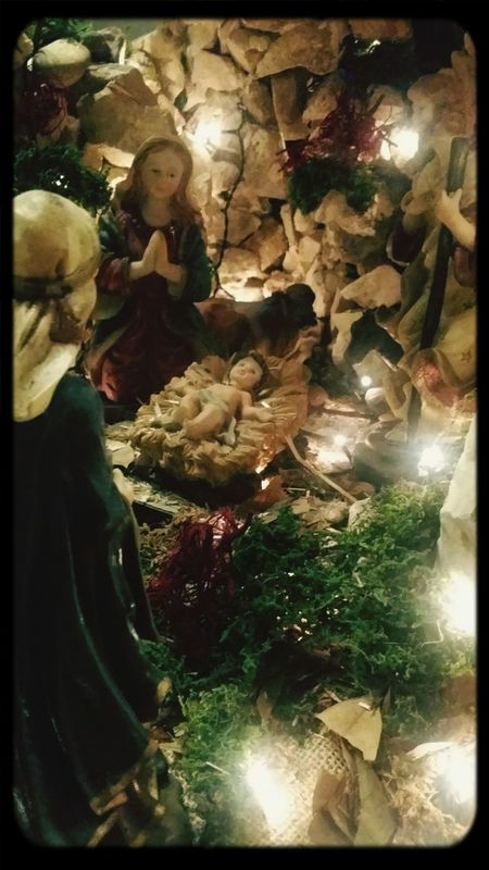 Underneath The Christmas Tree Baby Jesus Waiting For Yeshou' Mchiho Creche De Noel
