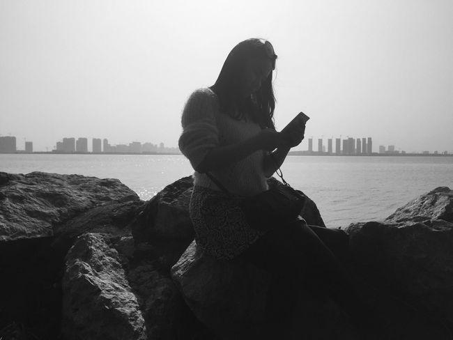 phone vs scenery. Vscocam Lake Blackandwhite