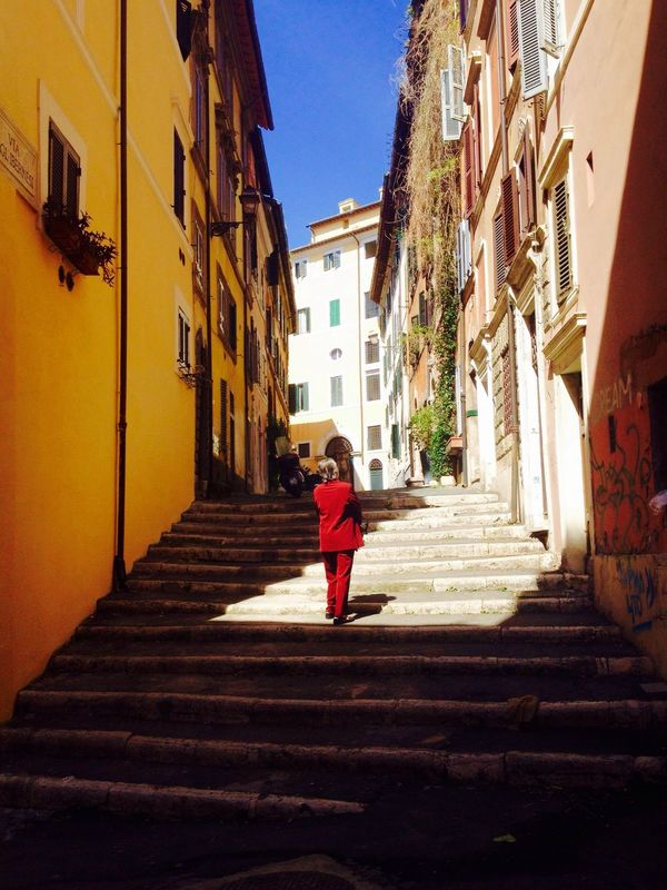 Looking around Happy University Saint Louis Music Roaming Colors Woman Cavour Rome Italy Street Photography