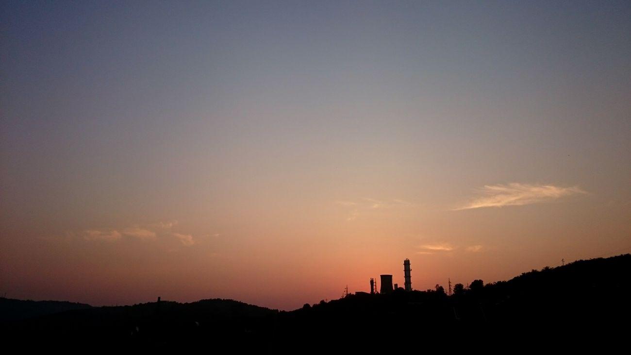 Sky. Sunstet Skyporn Skyonfire Black Purple Red Dusk Twilight Fabric Towers Lamdscape XPERIA