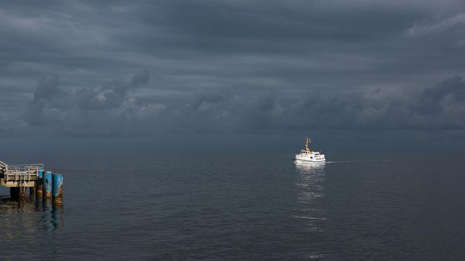 Anleger Deutschland Fernweh Himmel Horizont  Küste Mecklenburg-Vorpommern Meer Ostsee Reise Schiff Schifffahrt Seebrücke Spätsommer  Urlaub Usedom Verkehr Wasser Weite Wolken