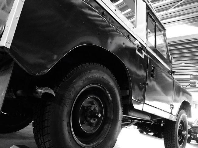 仙台に戻ってきました。ふー、またボッチ生活の再開です。やっぱこっちは寒いよ〜😨💦 昨日まで東京、半袖でも暑いくらいでした😅 Return Home Long Journey Parking Lot Tyre Landrover  Land Rover Land Rover Series LAND ROVER SERIES 2 Classic Car Vintage Cars Historic Car Hello World