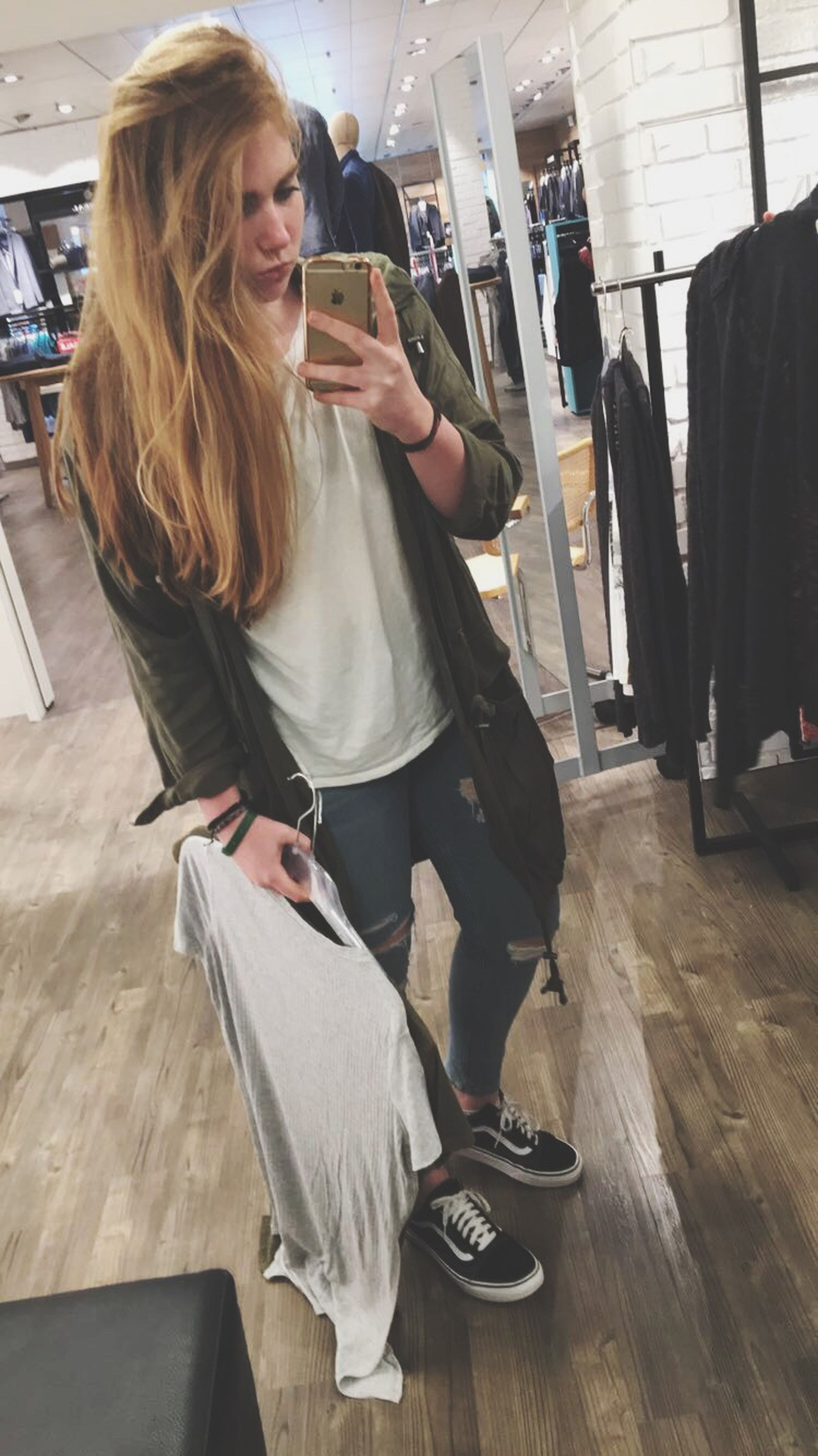 lifestyles, casual clothing, person, leisure activity, sitting, playing, young women, front view, young adult, long hair, day