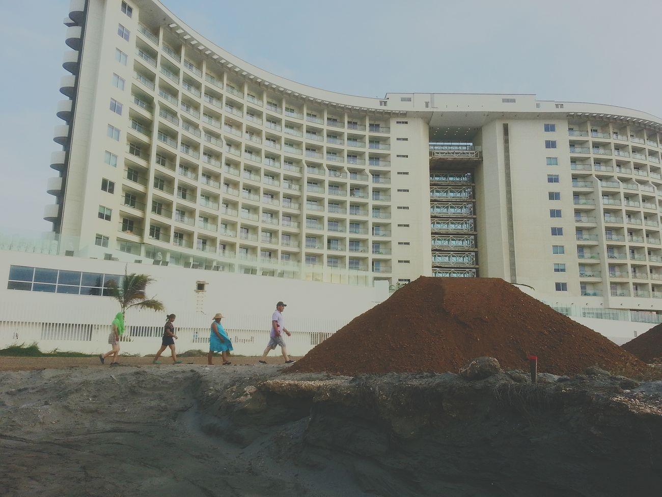 Checking Out Túnel En Construcción Cartagena, Colombia Check This Out Life Is A Beach Hotel Corales De Indias De Como Los Colombianos Se Vanquedando sin playa Hotel Corales De Indias