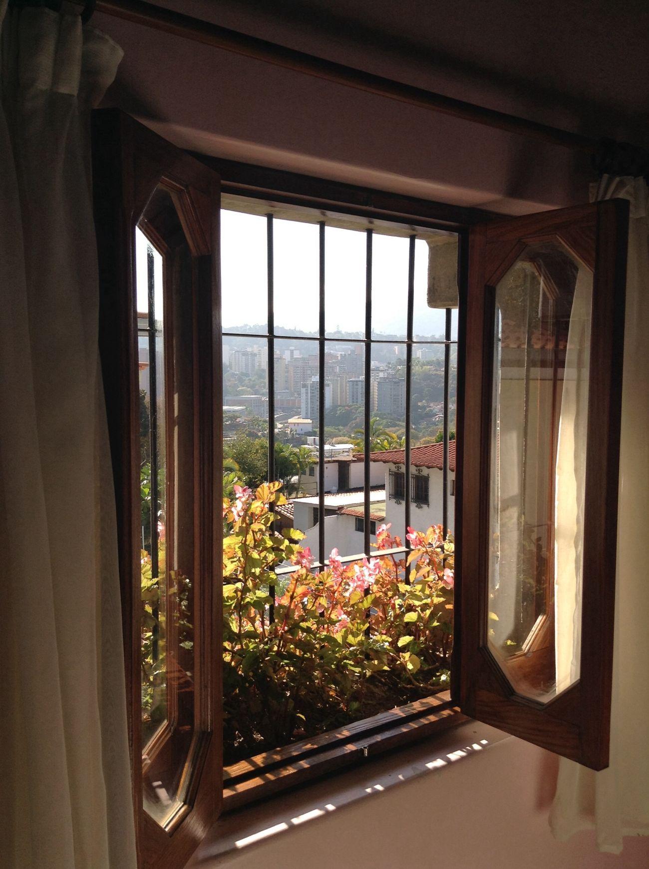 Qta Luar, entre calles El Morro y Panorama, Calle San Andrés, Enjoying The Sun