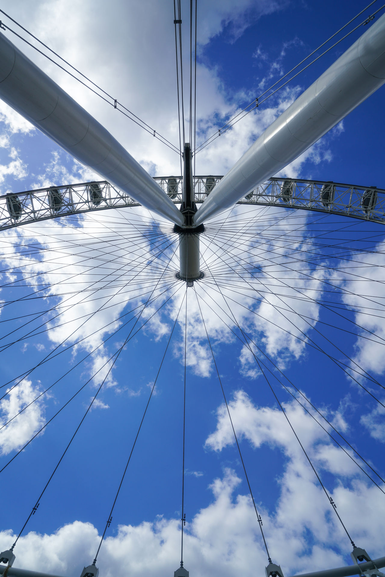 Blue Famous Landmarks Famous Places Ferris Wheel London London Eye Sky Sky And Clouds Structure Structures & Lines Tourism Tourist Attraction  Travel Destinations