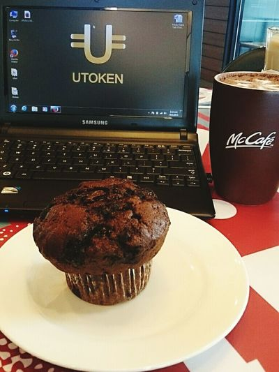 Biz talk early Friday morning with McCafe n Chocolatemuffin . Great Ufun Utoken