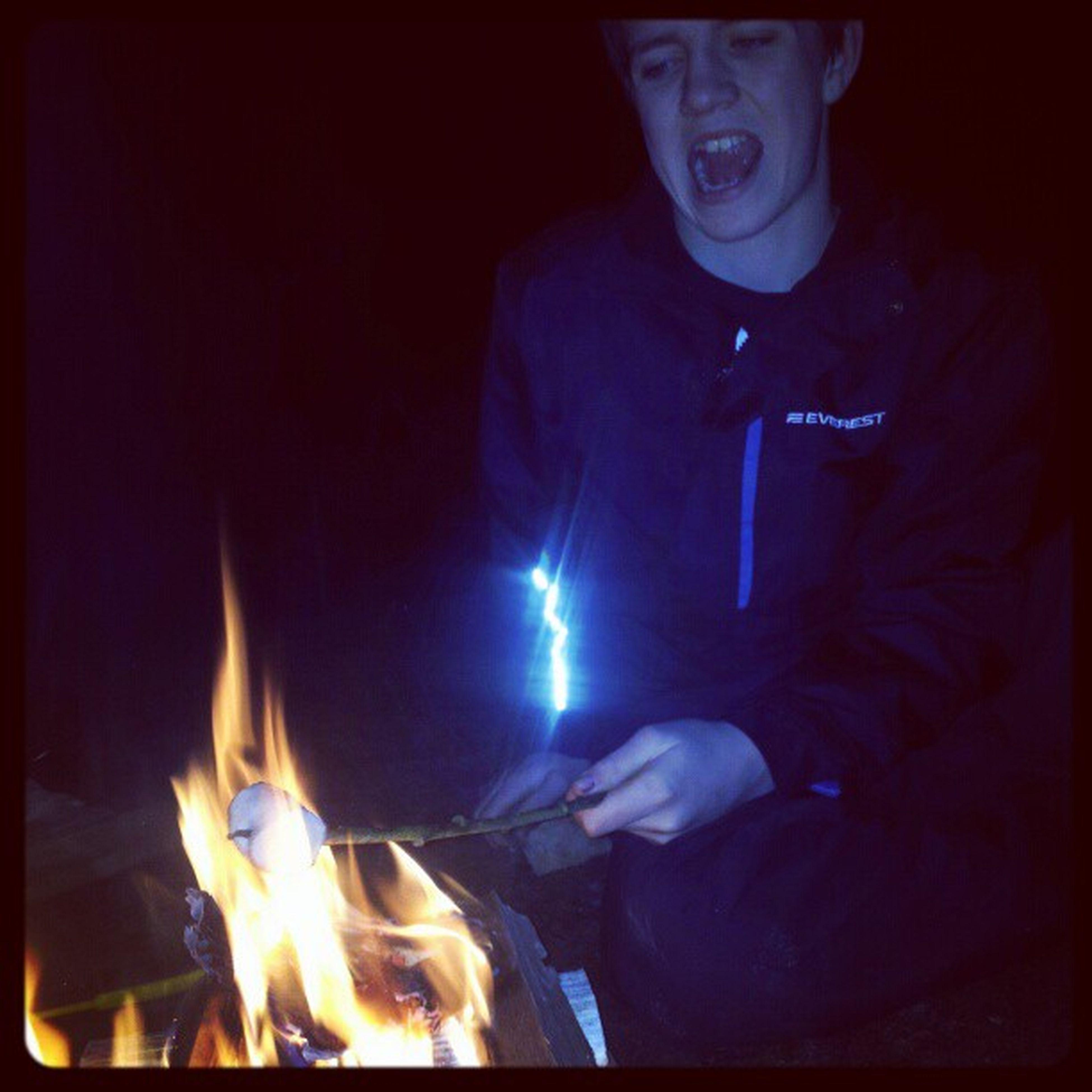 Mys vid elden <3<3<3<3 @loottiiss & Oskarlind Erikberntsson