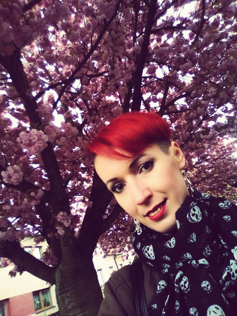 Tree Young Adult Young Women Smiling Beauty One Person One Young Woman Only Nature Outdoors Poděbrady Flowers Red Redhead