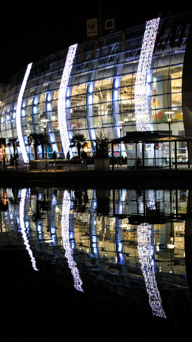 Reflection Illuminated Night Mall Christmas Decoration Learn & Shoot: After Dark RivasVaciamadrid Simetrics Nightphotography Lake Reflections Glass Building Christmas Lights Mall Center Architecture No People Outdoors Malephotographerofthemonth Check This Out EyeEm Gallery Adapted To The City